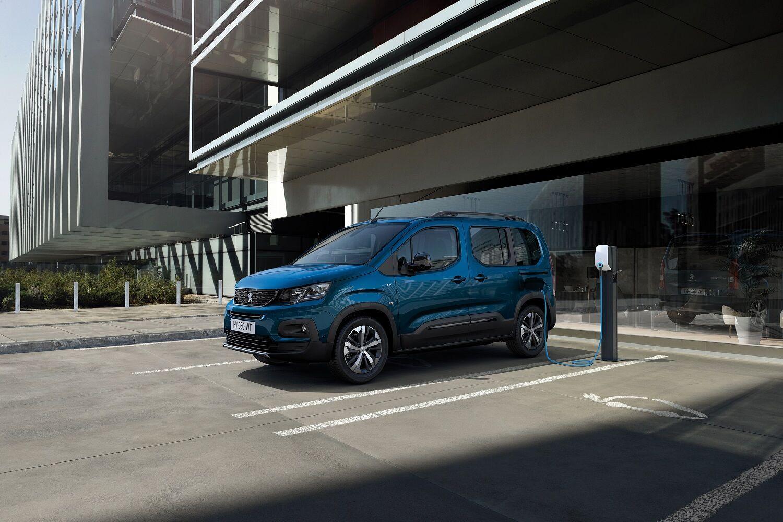 У рух Peugeot e-Rifter приводить електромотор потужністю 100 кВт, а його крутний момент досягає 260 Нм