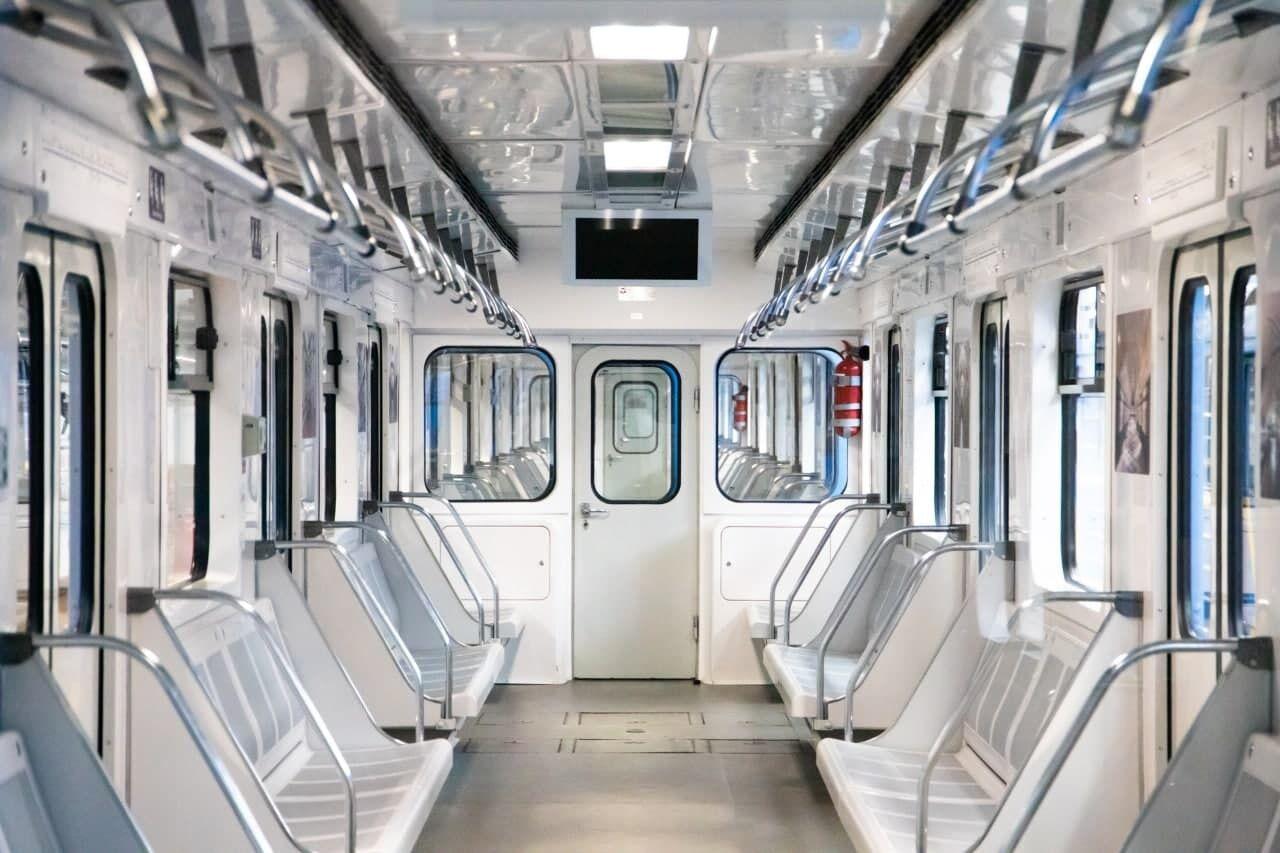 У вагонах встановлено нове дверне обладнання.