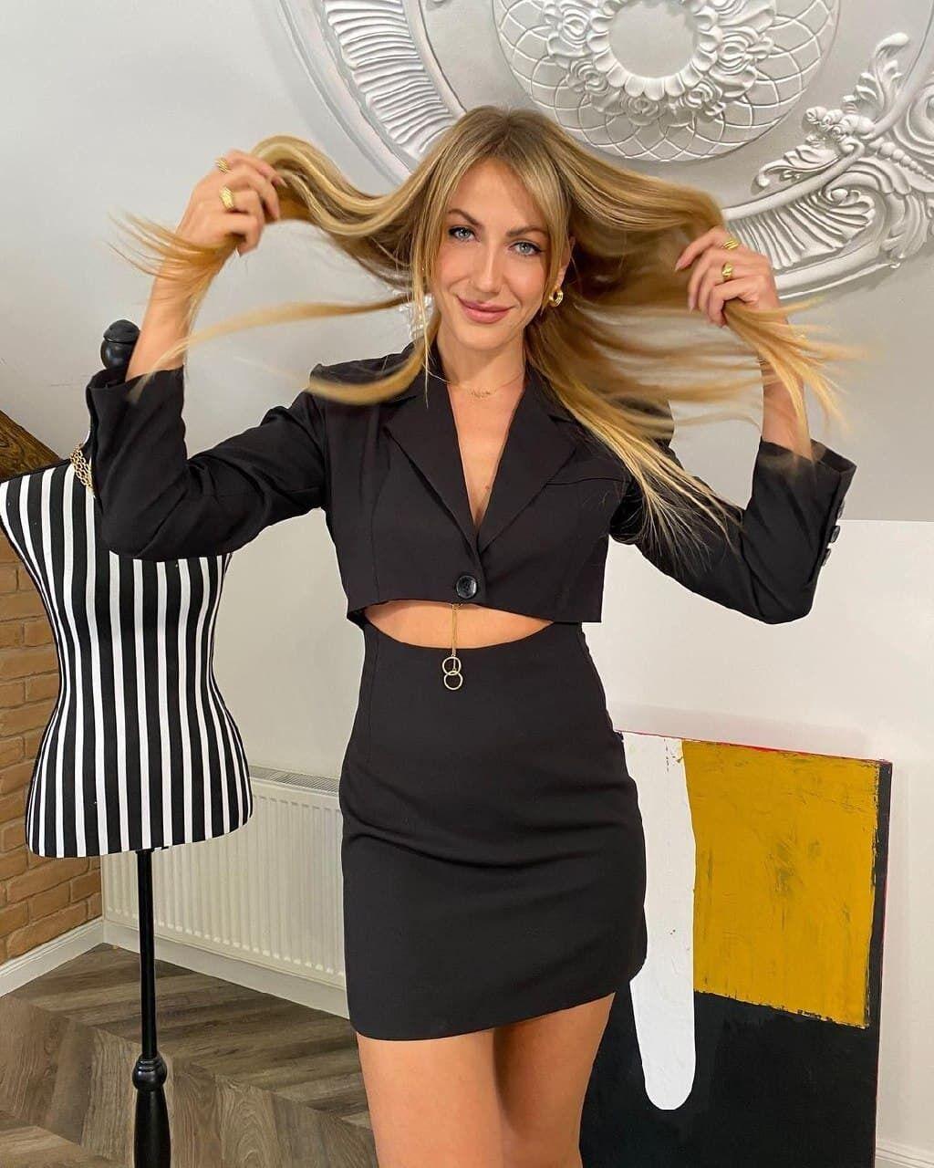 Леся Никитюк позирует в стильном наряде