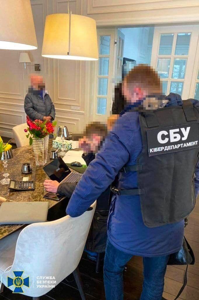 СБУ изъяла технику хакеров.