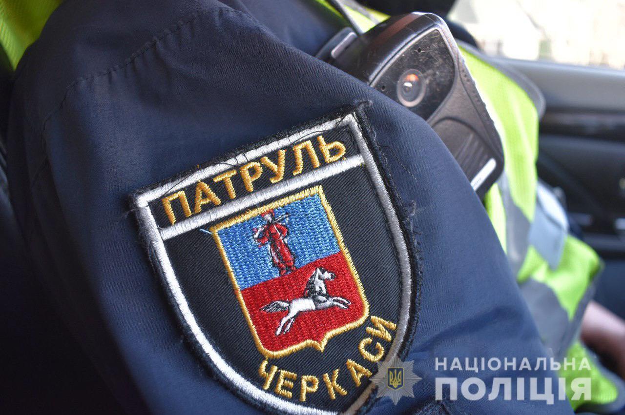 В Черкассах пассажир и водитель напали на копов
