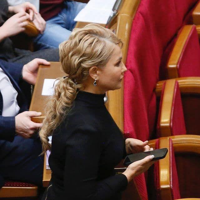 Політикиня прийшла в Раду з новою зачіскою.