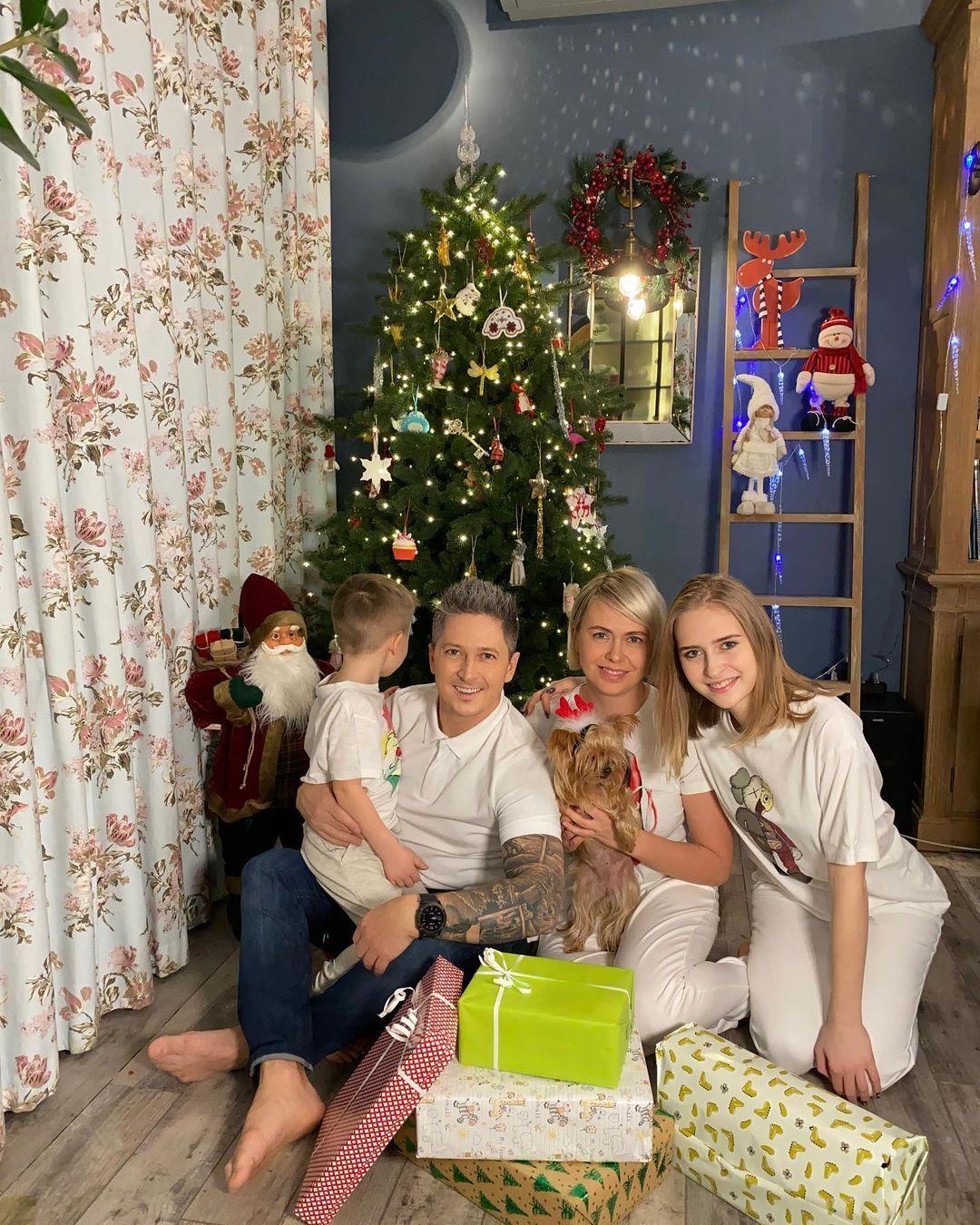 Педан із сім'єю у своїй квартирі в Києві