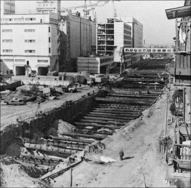 На Подоле пришлось снести целый ряд зданий над трассой метро