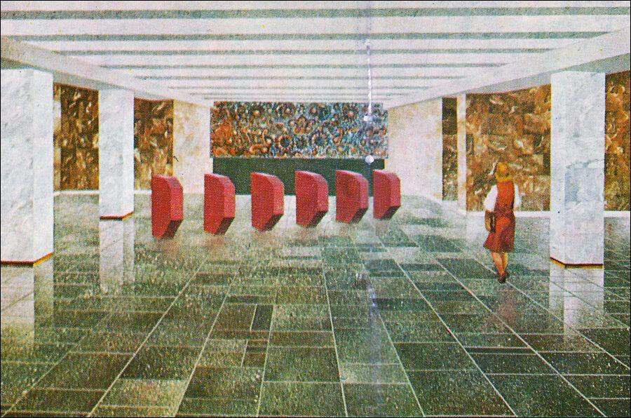 Эскиз кассового зала. Панно с цветами над проходом на платформу реализовано не было