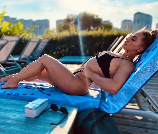 Олександра Албу в купальнику