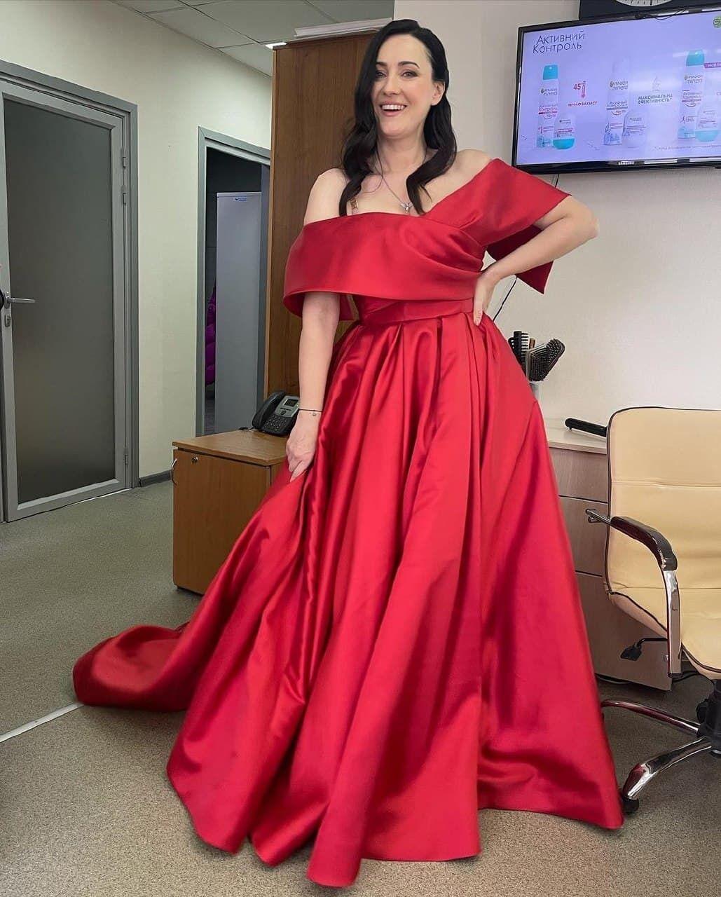 Соломия Витвицкая позирует в новом наряде
