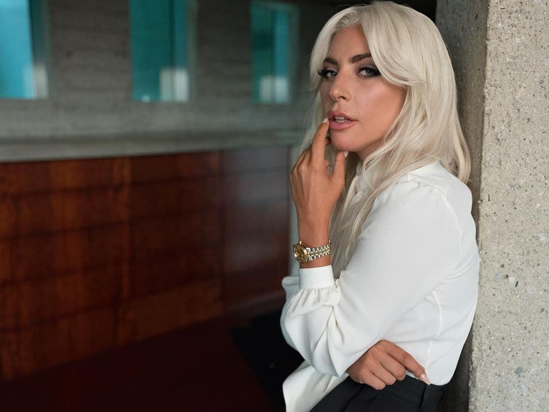 Леди Гага позирует в новом образе