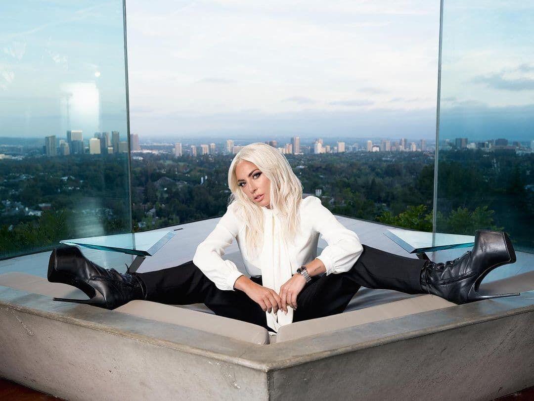 Леди Гага сфотографировалась в ванной.