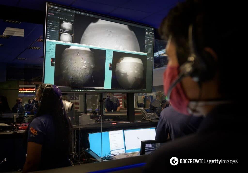 Ученые наблюдают за марсоходом