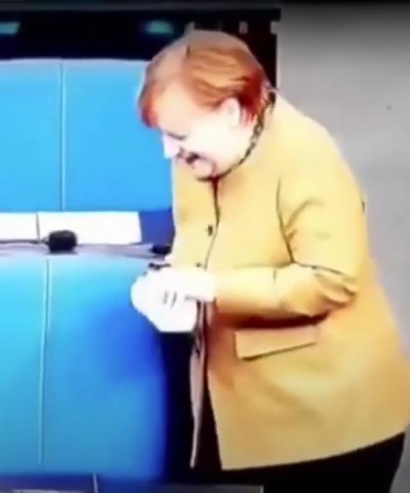 Меркель повернулася на своє місце