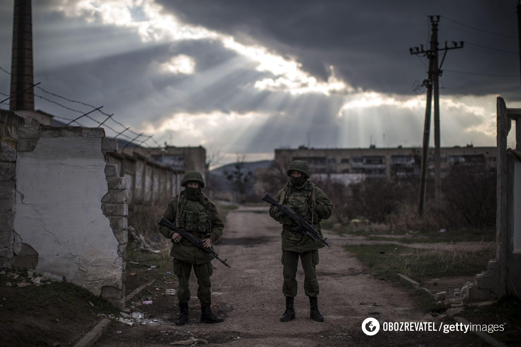 Російські війська без розпізнавальних знаків окупували український півострів Крим у березні 2014 року