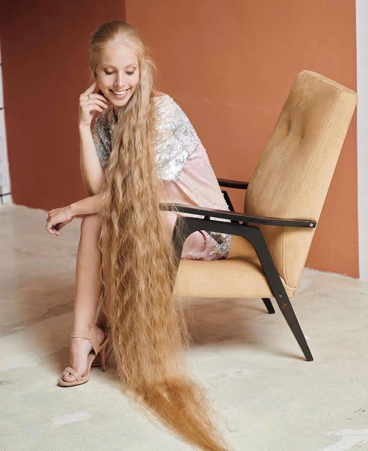 Українка має найдовше у світі волосся.