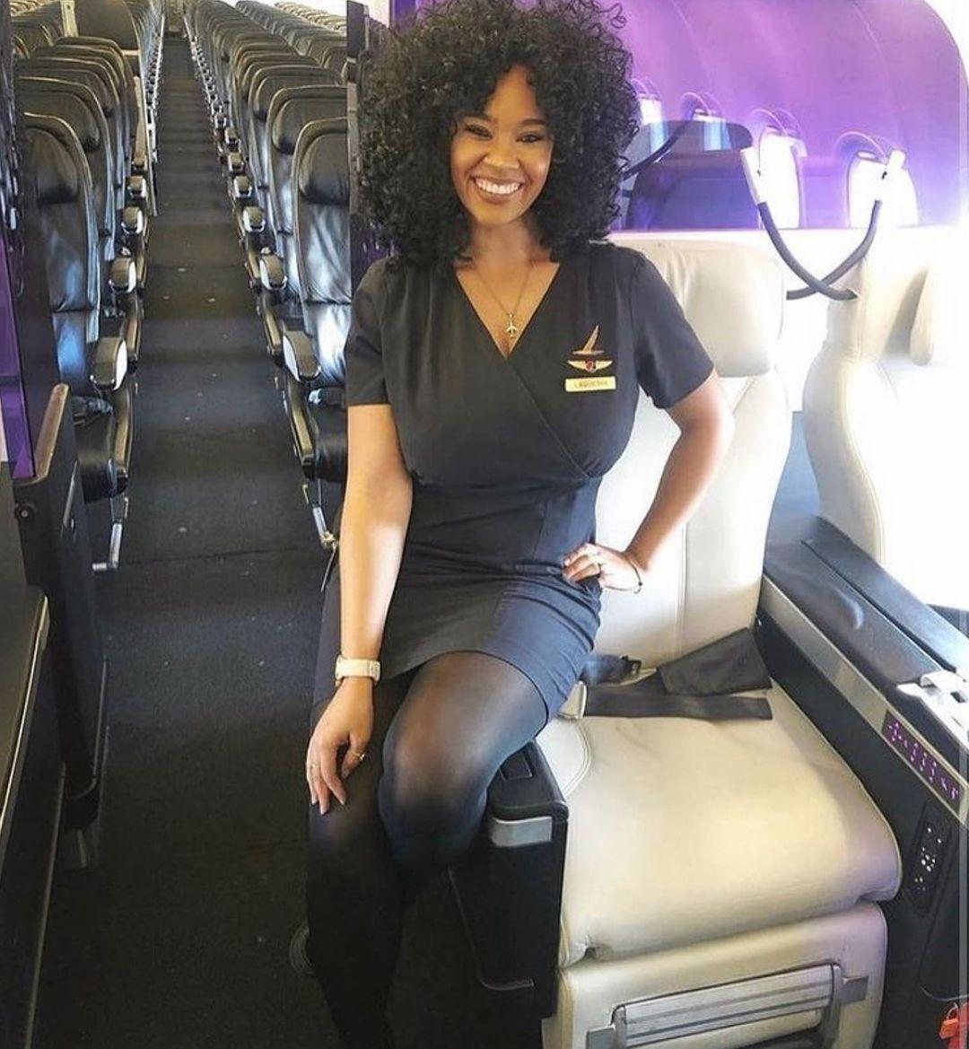 А ця бортпровідниця полюбляє не тільки подорожувати, але й фотографувати