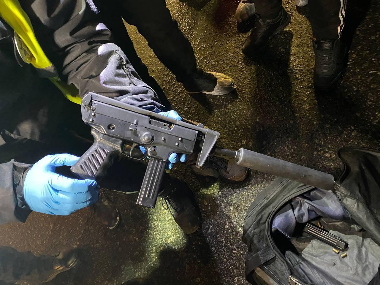 Полицейские изъяли автоматическое оружие