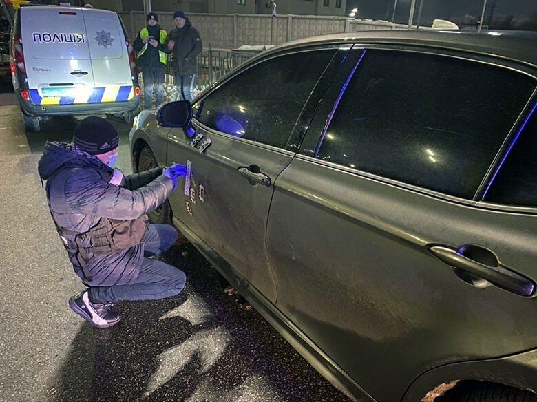 Правоохранители нашли обстрелянный автомобиль