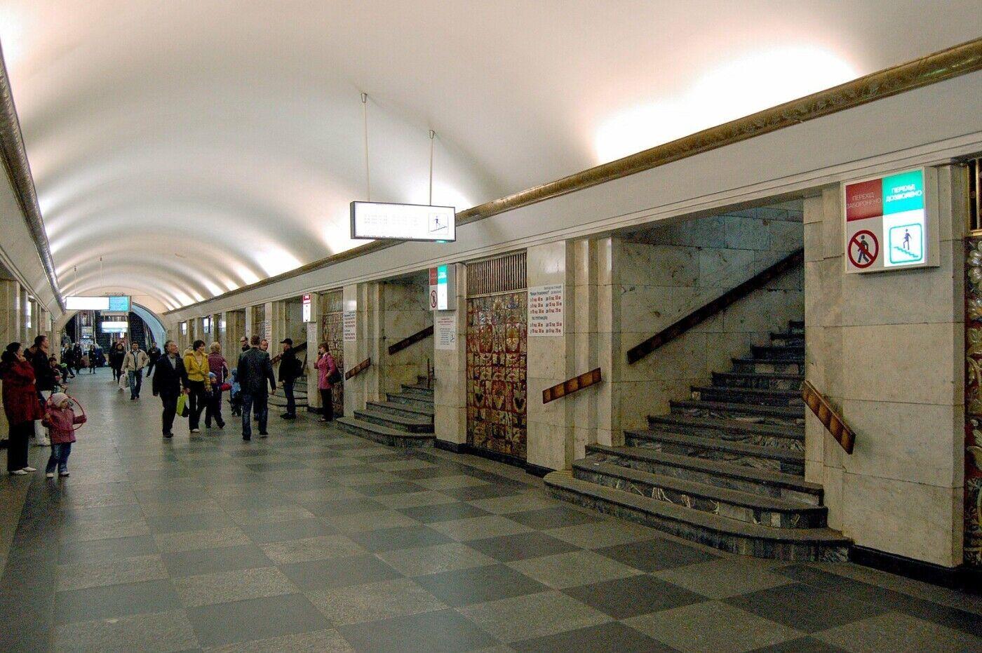 """Перехід на станцію """"Майдан Незалежності"""""""