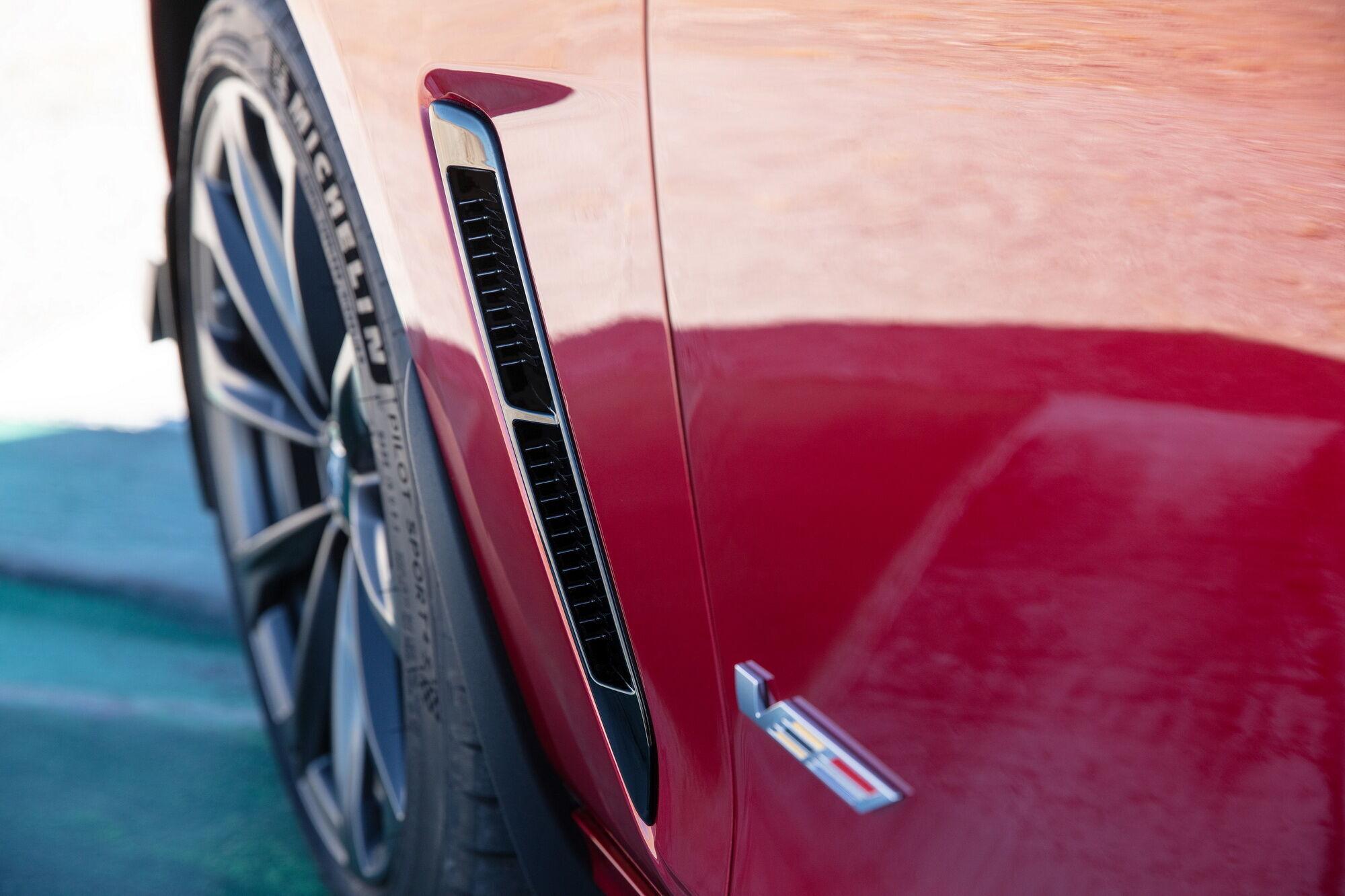 Внешне узнать Blackwing можно по дополнительным воздуховодам за передними колесами