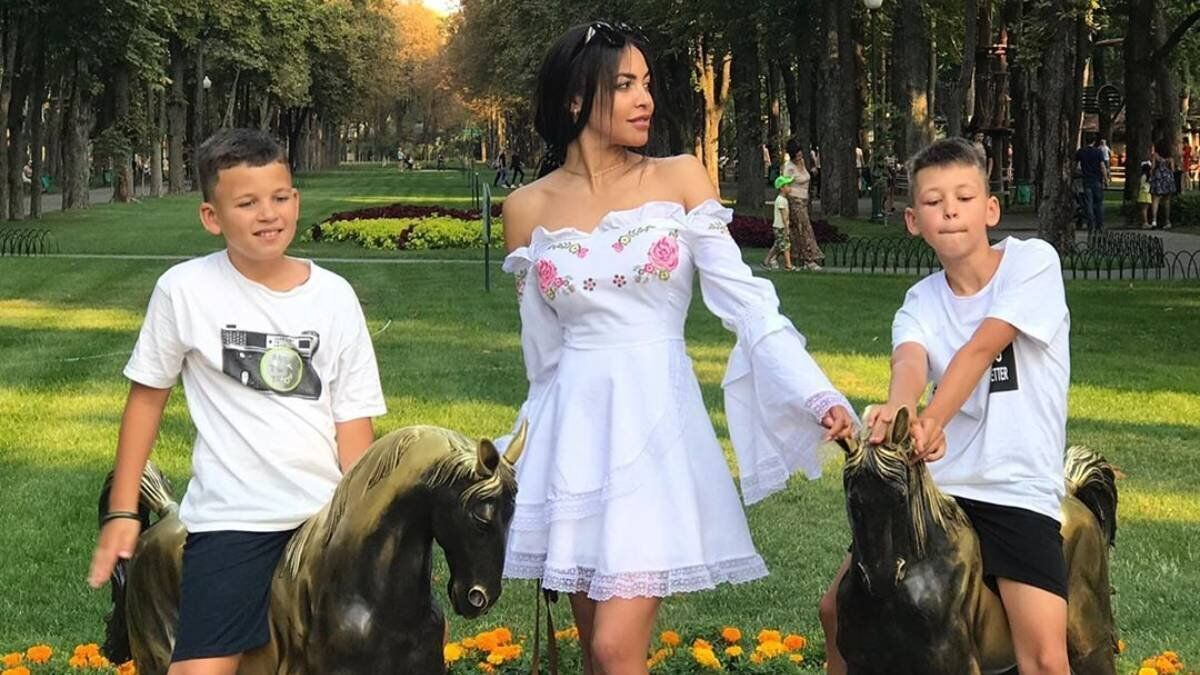 Поліна Ололо з синами