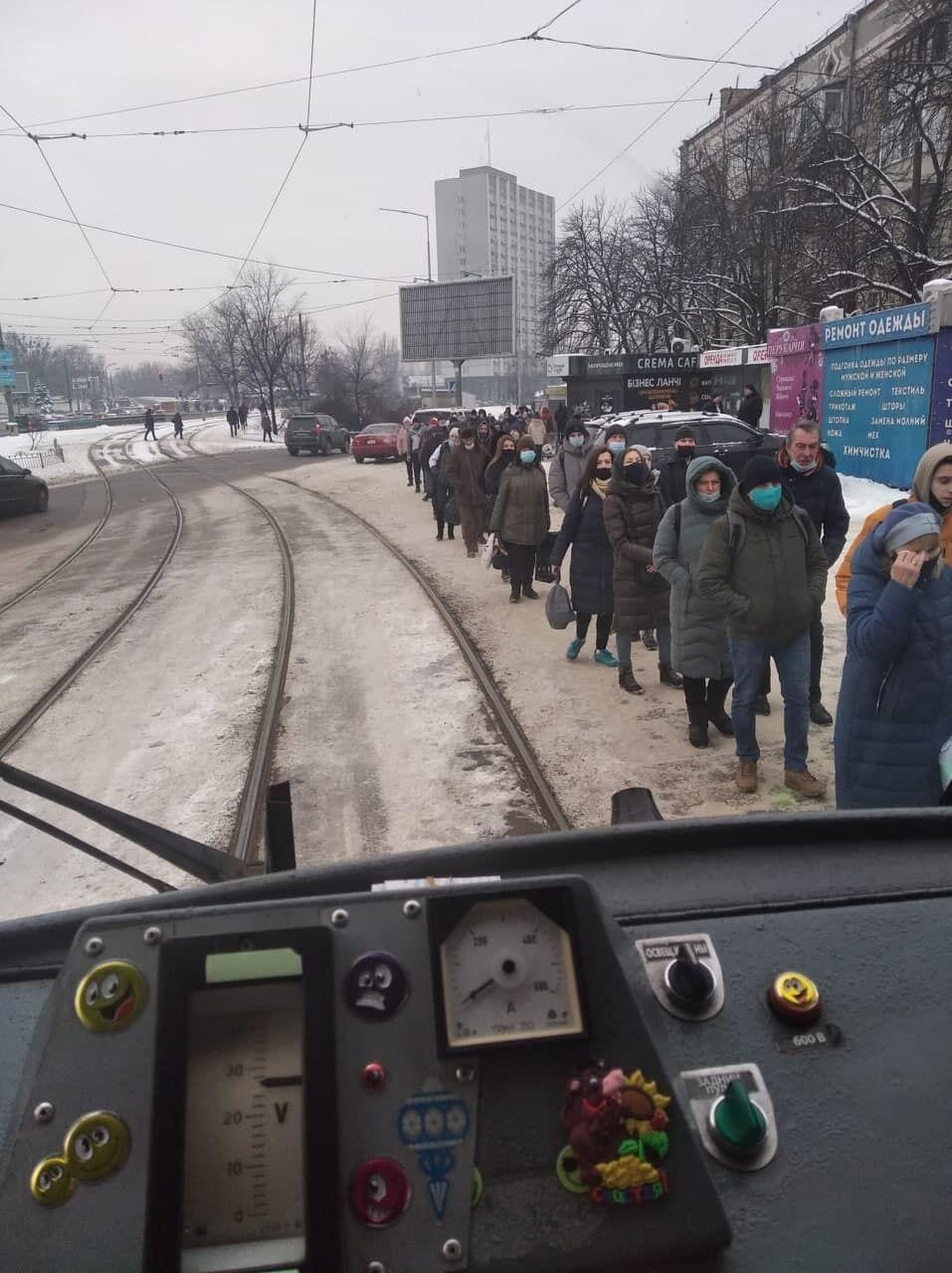 У мережі припустили, що на маршруті зменшили кількість транспорту.