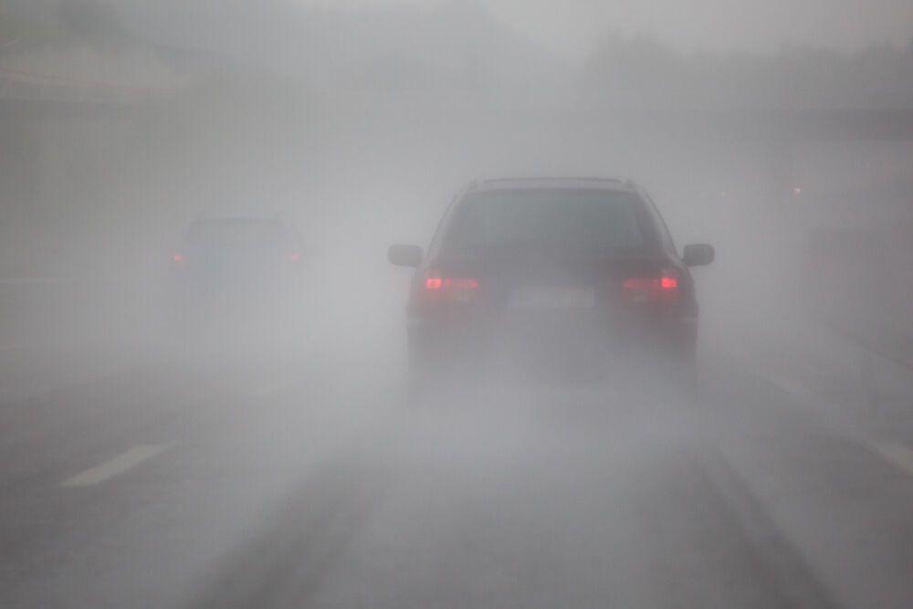 Зимой грязный автомобиль хуже виден на дороге, а это небезопасно для всех участников движения