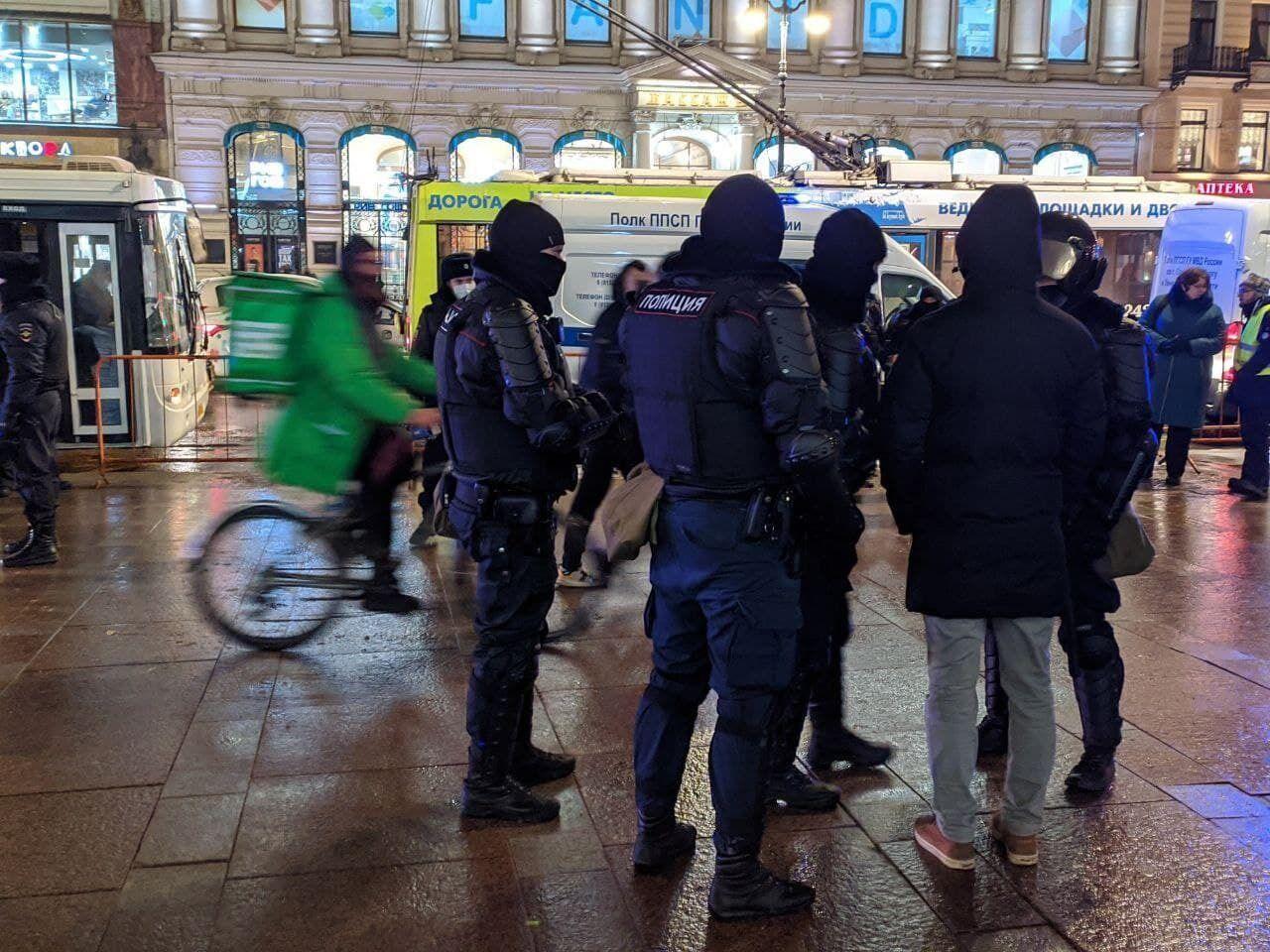 Задержание людей в Москве.