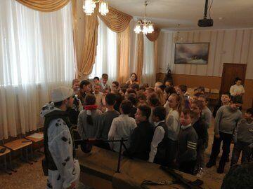 В одній зі шкіл Сімферополя пройшла виставка зброї
