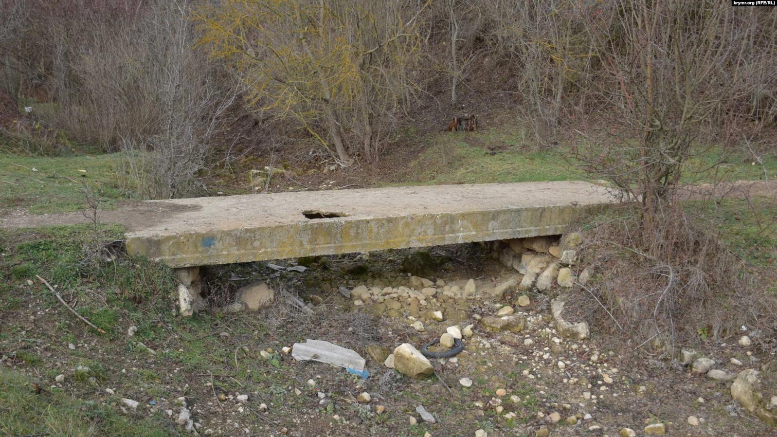 Річка Бага без води біля села Новобобрівське під Севастополем