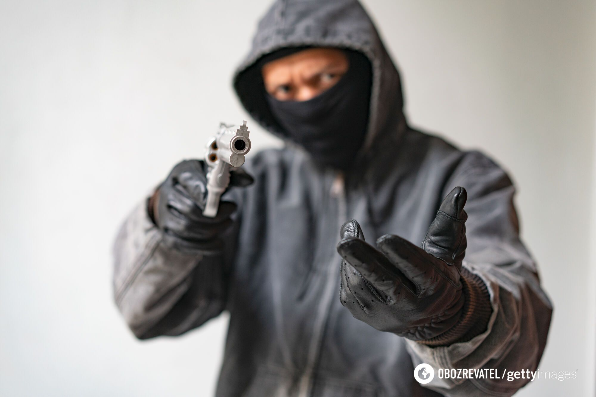 Вооруженный грабитель. Иллюстрация
