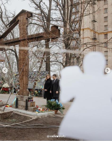 Президент с женой почтили память Героев Небесной Сотни
