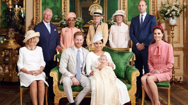 Меган Маркл і принц Гаррі з первістком і родичами.