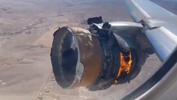 У Boeing 777 загорівся правий двигун
