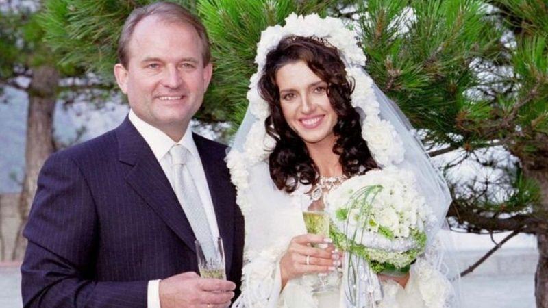 Фото з весілля Оксани Марченко і Віктора Медведчука.