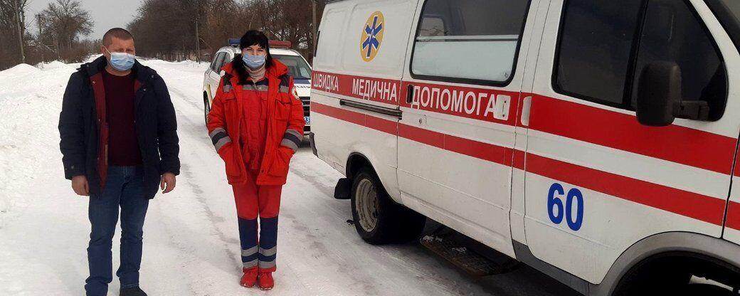 В Черкасской пациент напал с кулаками на фельдшера и водителя скорой