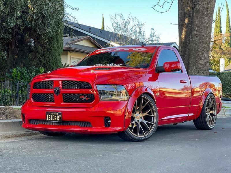 """Dodge RAM 1500 поставили 24-дюймовые """"катки"""" в стиле Hellcat"""