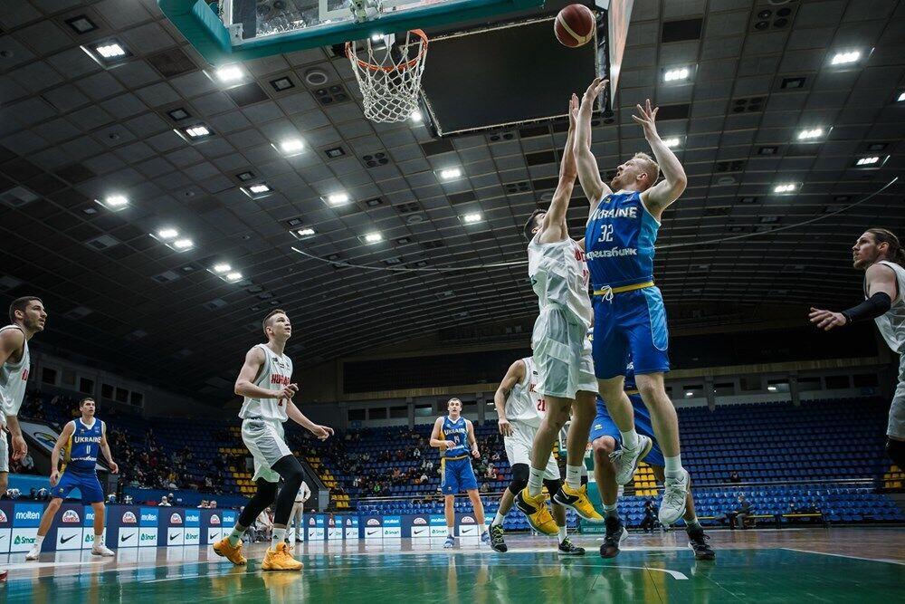 Богдан Близнюк атакує кільце суперника.