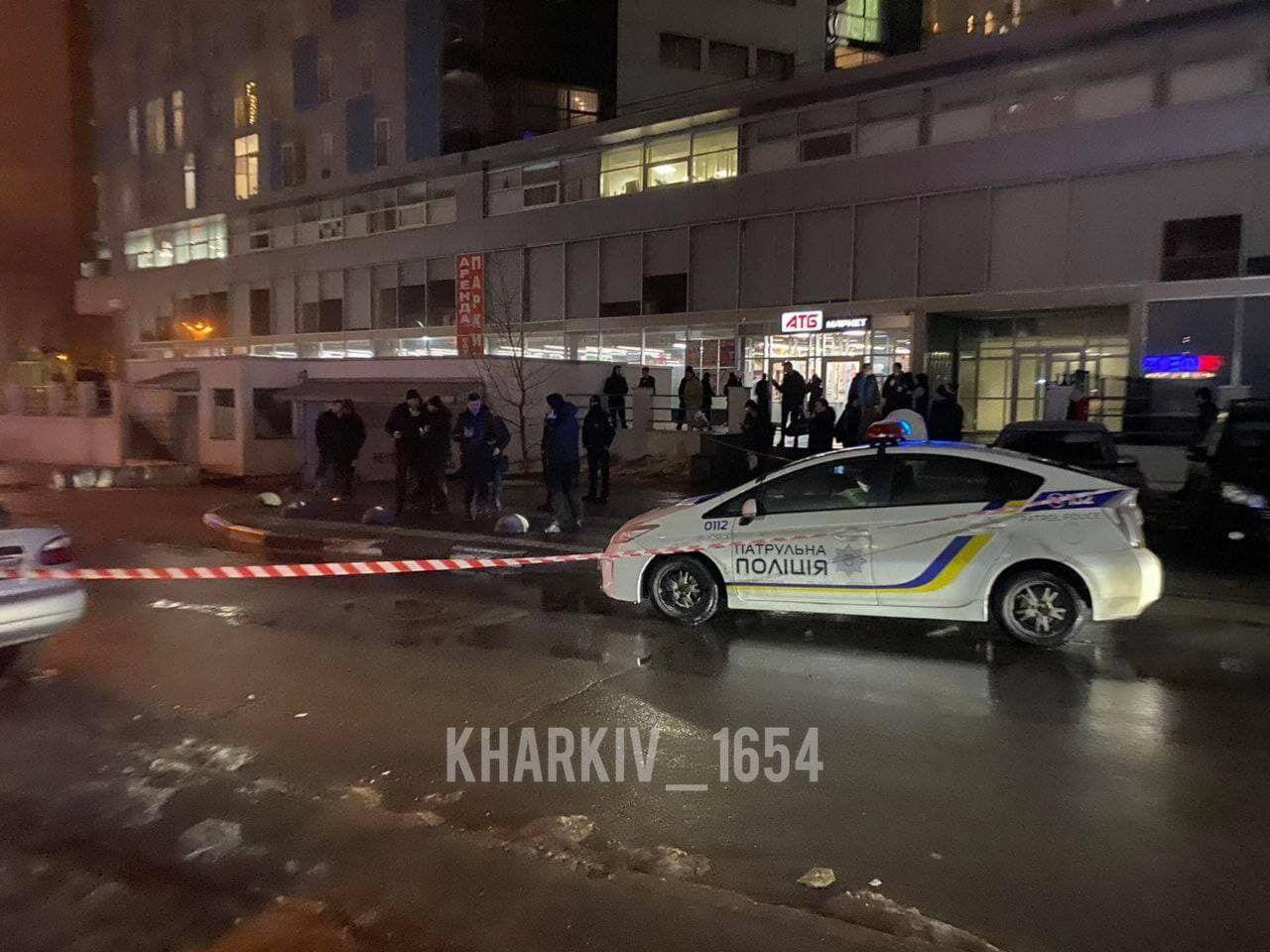 Вбивство сталося біля супермаркету