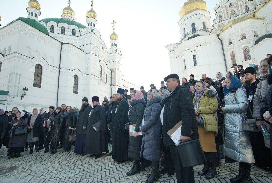 Порушуються не тільки права людей, як прихожан УПЦ, а й конституційні права, як громадян України