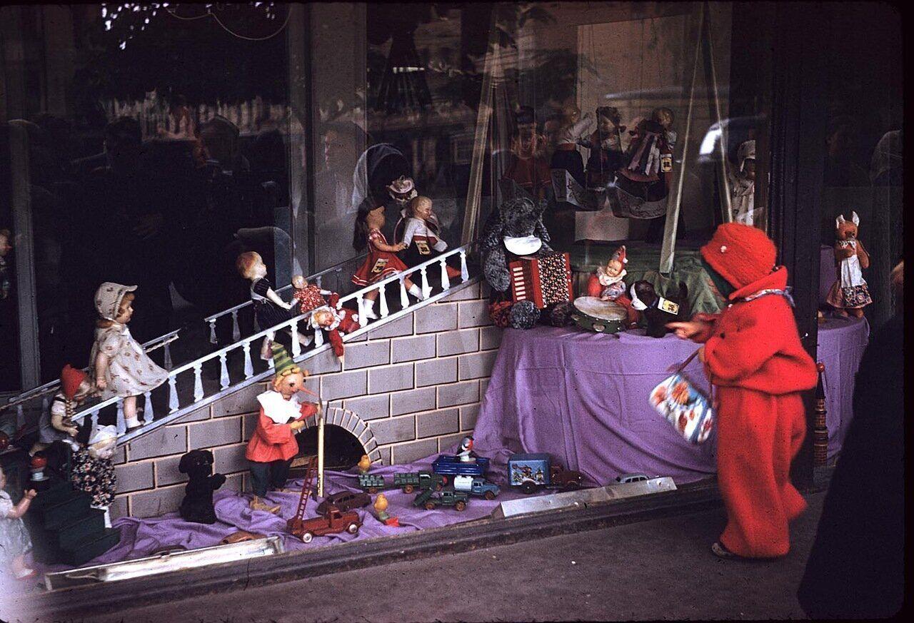 Витрина магазина игрушек