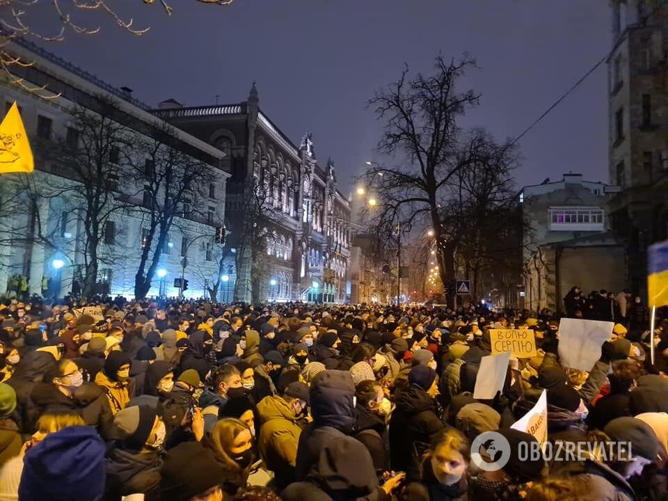 В Киеве вышли тысячи людей.