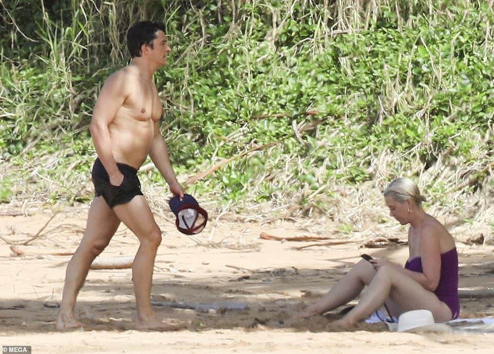 Кеті Перрі та Орландо Блум на пляжі.
