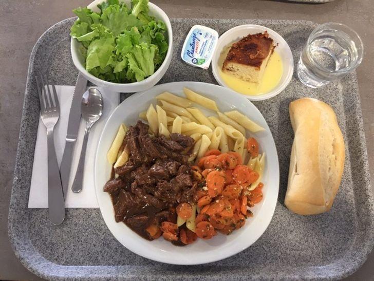 Школьные обеды во Франции – очень важная часть культуры. Выбор блюд меняется каждый день.
