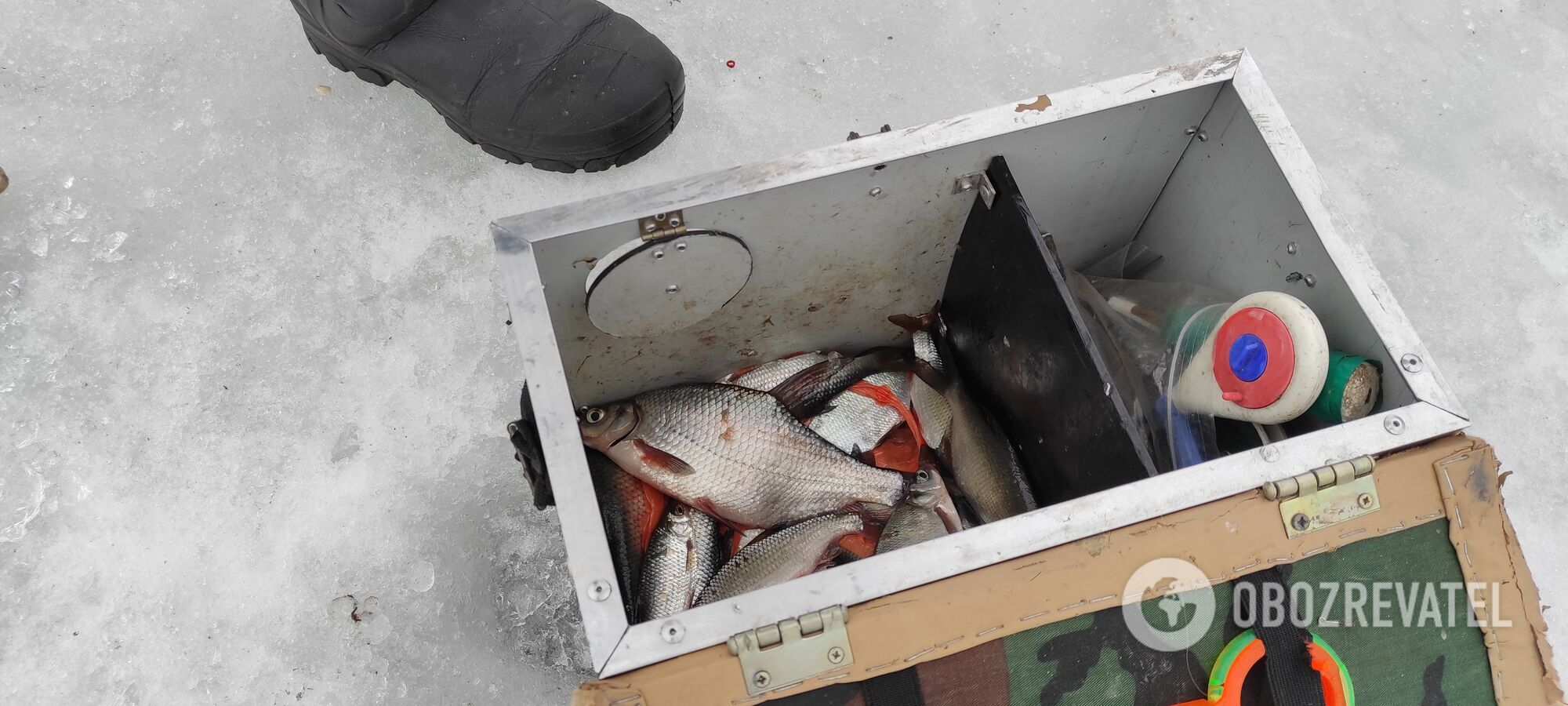 Рыбаки утверждают, что толщина льда еще позволяет выходить на реки