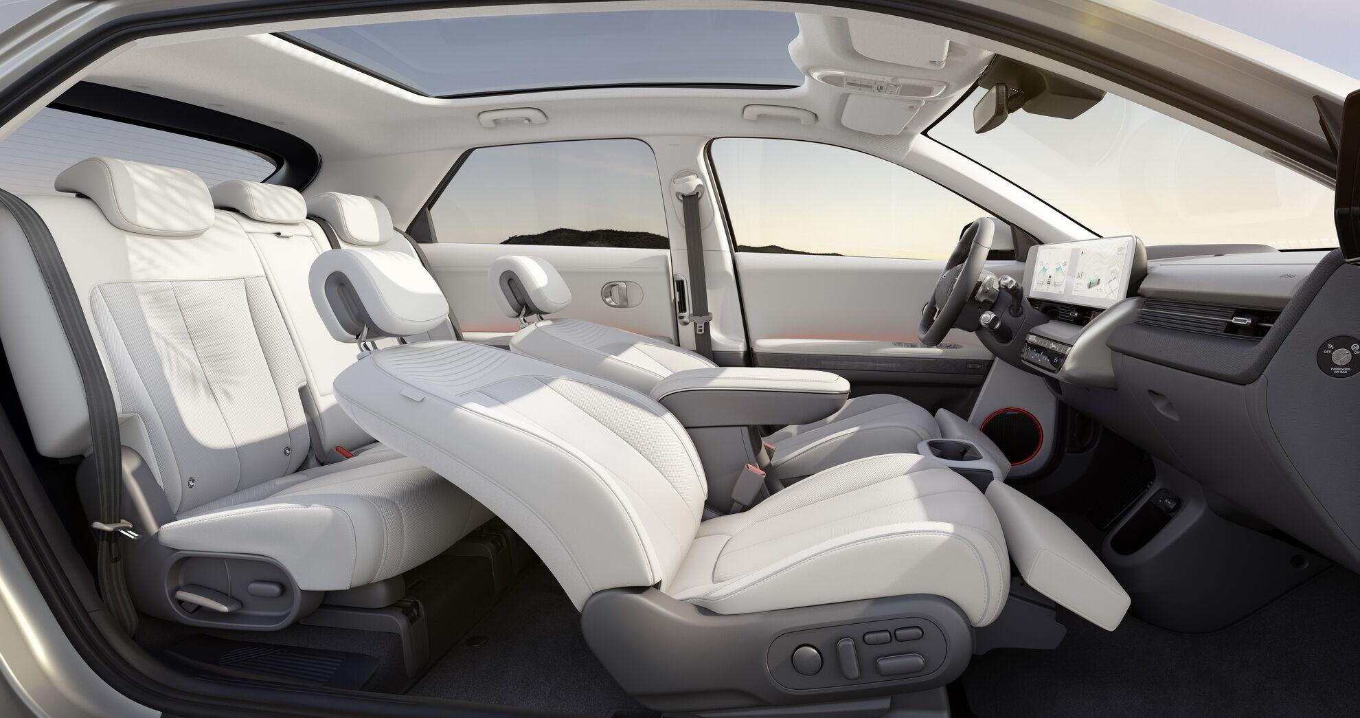 Автомобіль отримав 3-метрову колісну базу, що на 100 мм більше, ніж у флагманського позашляховика Hyundai Palisade