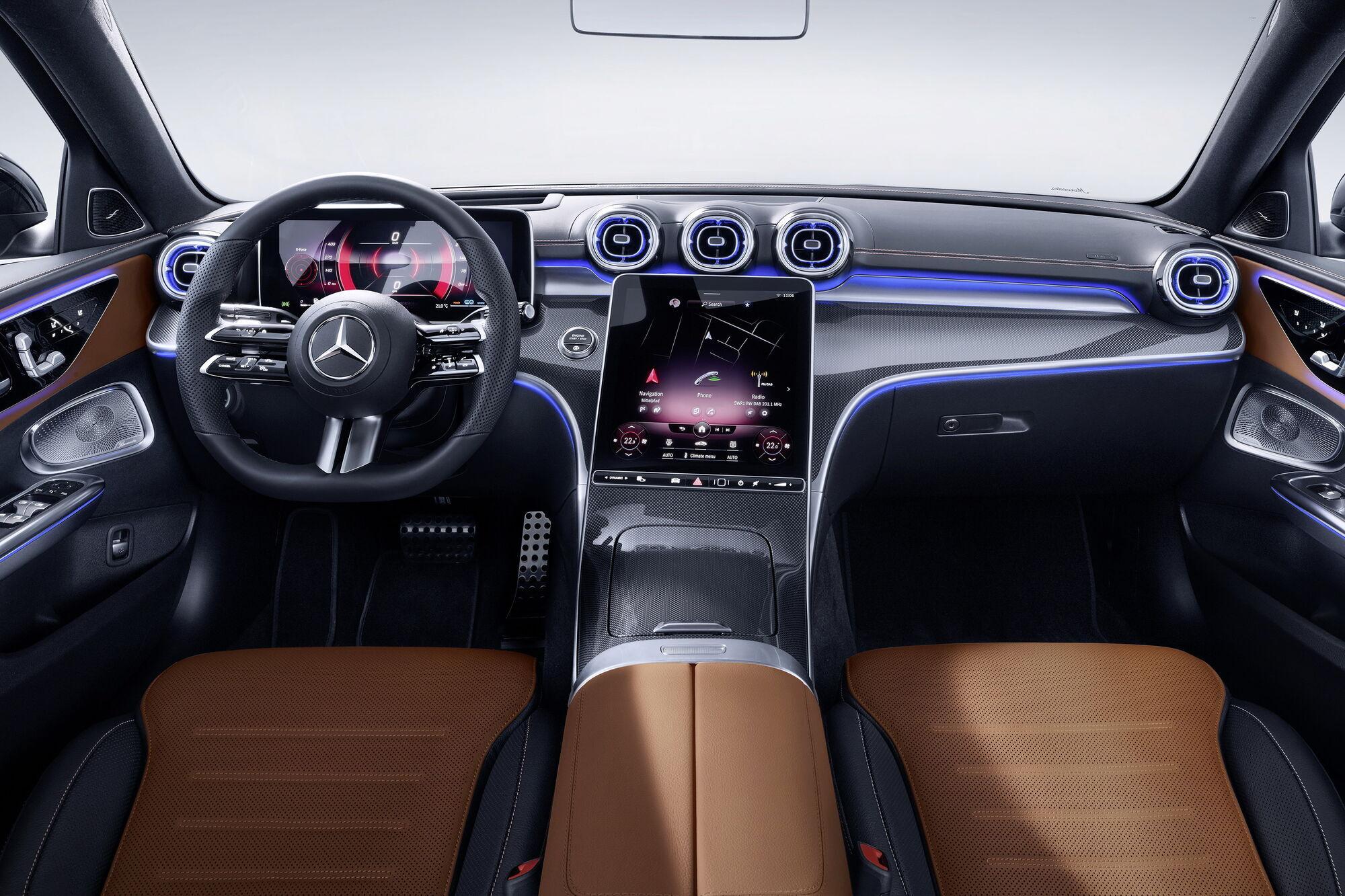 """Автомобиль получил цифровой кокпит с расположенным под наклоном большим """"планшетом"""" системы MBUX"""