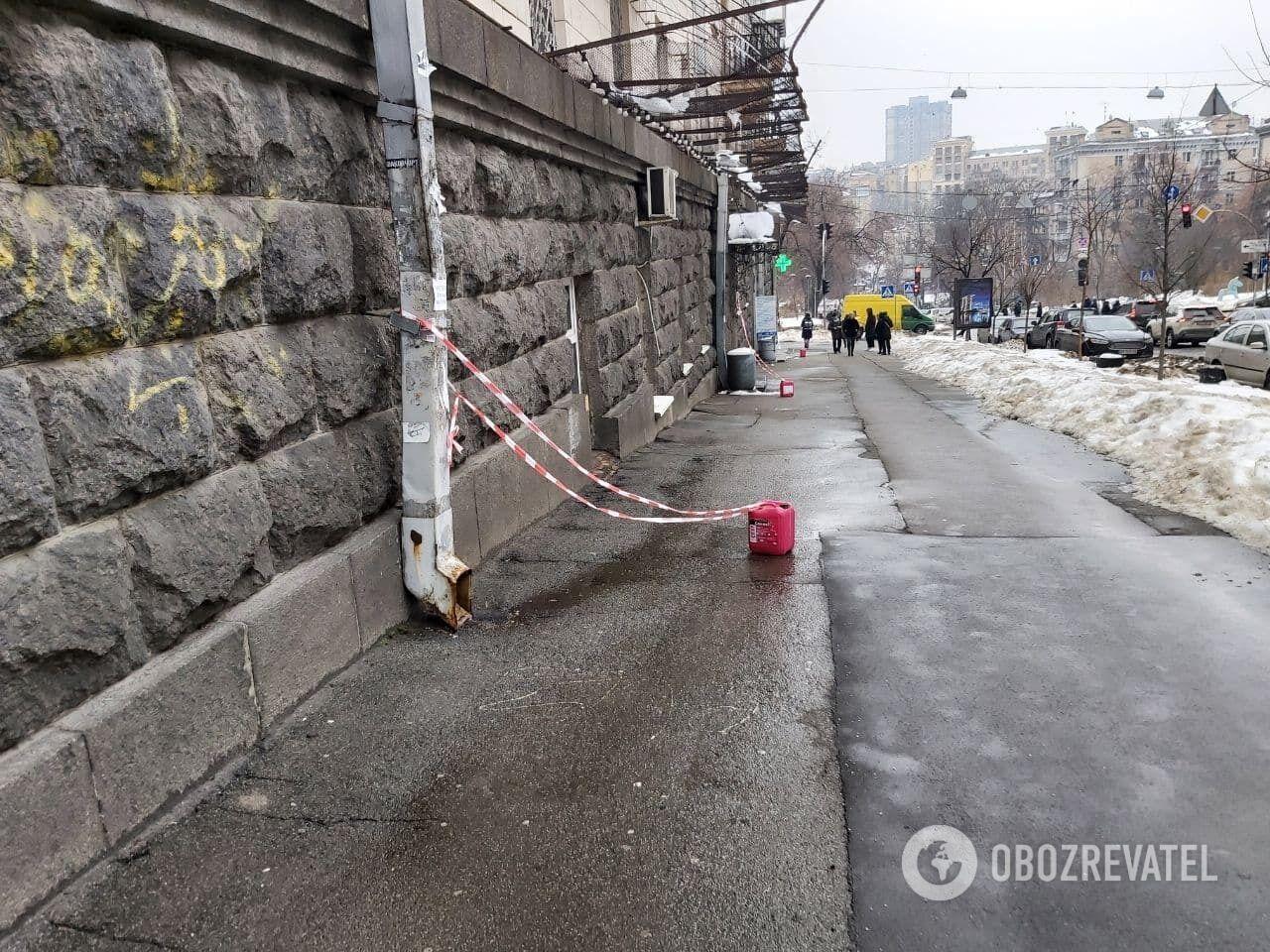 В Киеве падают сосульки.