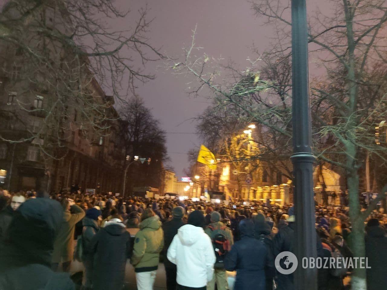 По подсчетам копов, на Банковую вышли около 2 тысяч человек
