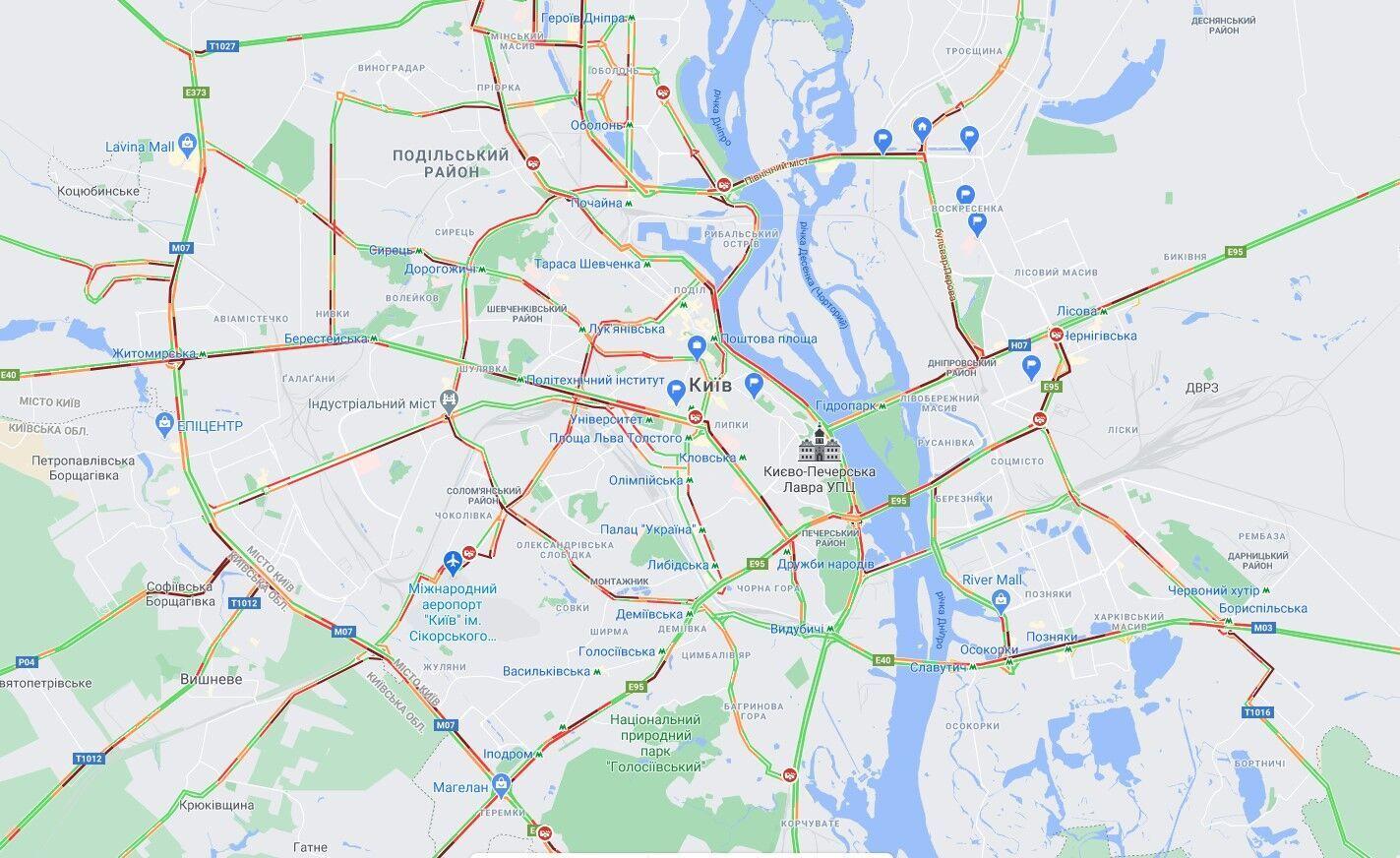 Основные дороги Киева парализованы из-за пробок.
