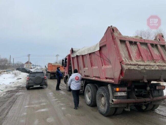Автомобили были изъяты и отданы на ответственное хранение водителям.