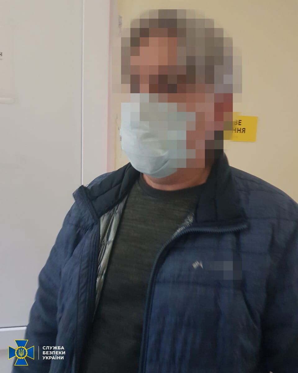 На виїзді з Криму затримали пособника окупантів.